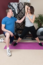 Viola Starr's workout gets nice and hairy - pic #1