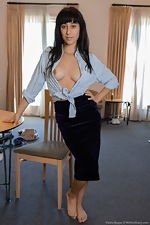 Violet Russo strips naked in her living room - pic #1