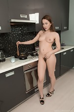 Yana Cey strips and cooks naked while showing body  - pic #5