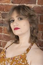 Yulenka Moore strips naked after applying makeup - pic #1
