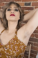 Yulenka Moore strips naked after applying makeup - pic #2
