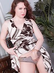 Annabelle Lee strips naked on her red bench  - picture #2