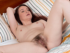 Annabelle Lee has fun stripping naked in bed