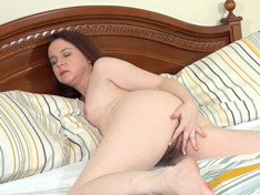 Annabelle Lee plays naked in bed after her work