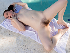 Ananbelle Lee strips naked at her pool