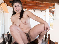 Lesly strips naked in the sunny outdoors