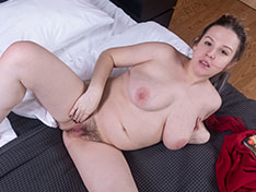 Lina masturbates in bed with her purple toy