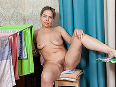 Kira Arda strips nude after sorting her clothes