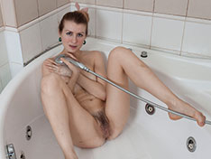 Candy Rose enjoys a sensual shower today