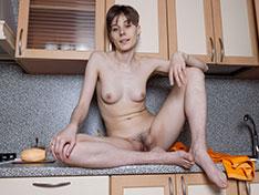 Amelinda strips naked on her kitchen counter