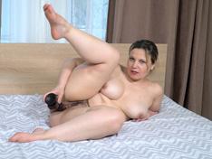 Ellariya Rose slowly undresses in bed