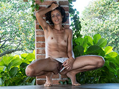 Bruna shows her hairy pussy outdoors today