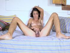 Bruna loves to masturbate on her bed