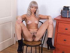 Jessy Fiery masturbates after posing by her mirror