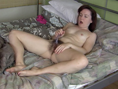 Annabelle Lee wakes horny and masturbates with dildo