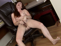 Annabelle Lee strips naked and masturbates with toy