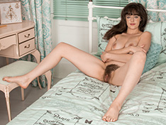 Kate Anne brushes herself in bed naked