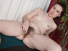 Annabelle Lee gets naked on her pouf