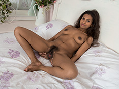 Alishaa Mae strips naked on her white bed