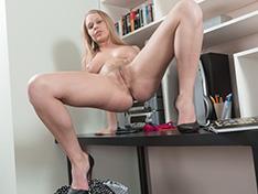 Darina Nikitina masturbates with dildo after work